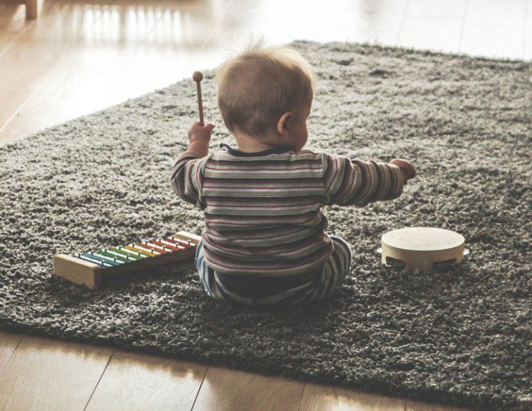 La-musica-migliora-il-linguaggio-e-le-capacità-musicali-nei-bambini-800x618-768x593